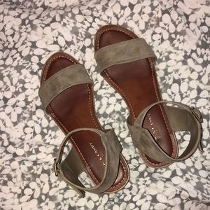 Brown/Taupe 1 in. Stacked Heel Flats Size 8.5